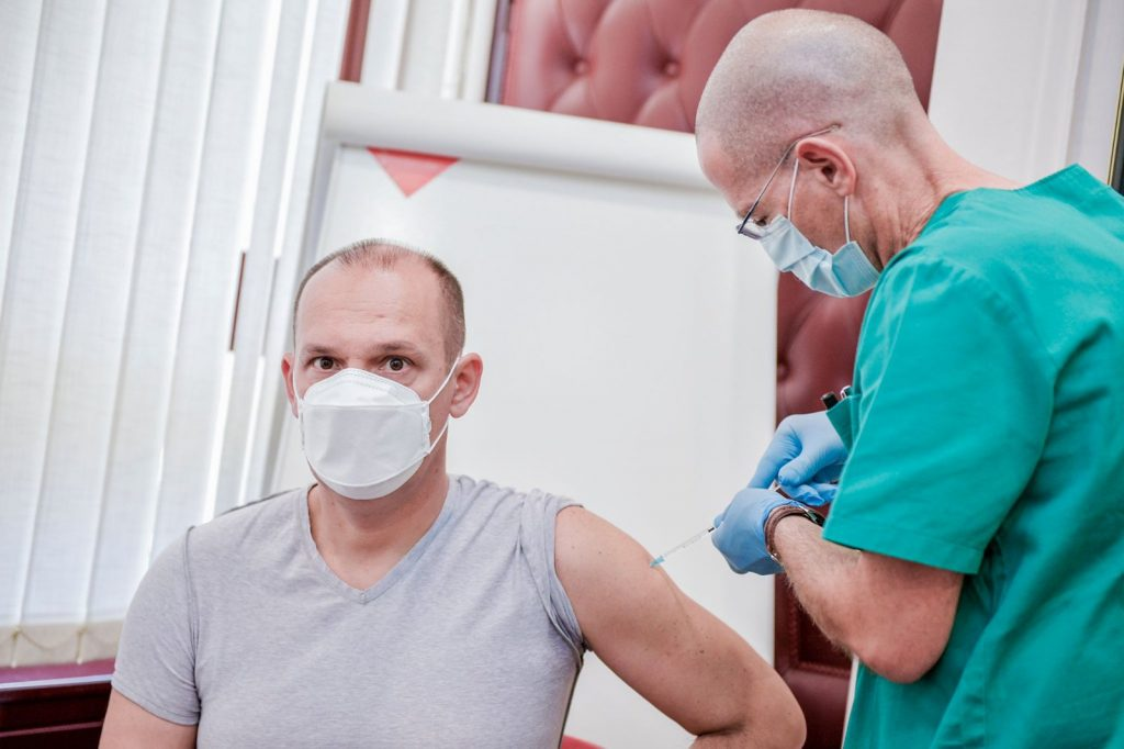 Ministar-Zlatibor-Loncar-primio-vakcinu