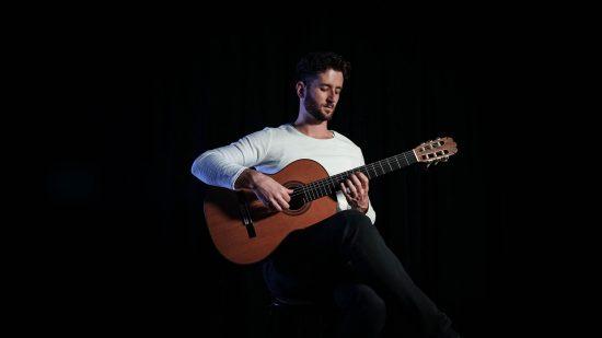 Sa-Fb-strane-Momcilo-Aleksandric-Classical-Guitarist-550x309-1