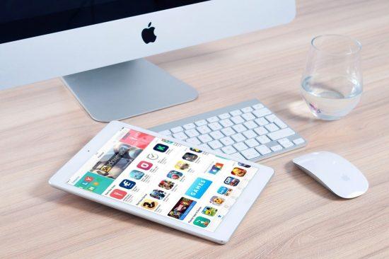 mobiln-telefon-aplikacije-laptop